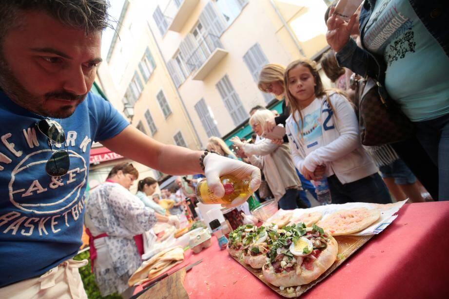 Comme les petits farcis, le pan-bagnat a désormais son « championnat du monde ». Histoire de mettre à l'honneur ce patrimoine culinaire qui fait la fierté des Niçois.
