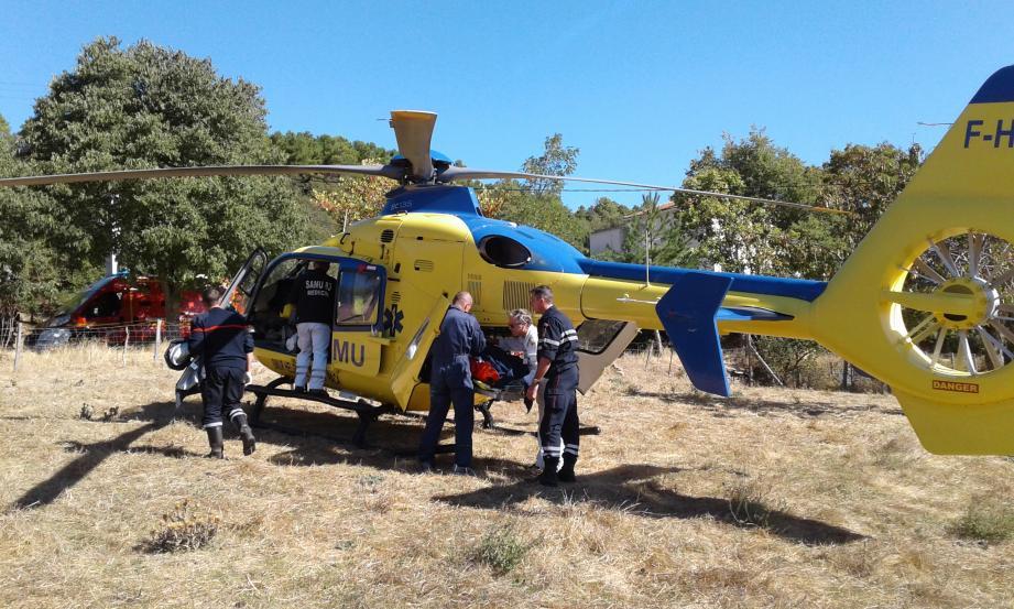 Lors de l'évacuation du garçon de 12 ans, touché au  poumon, à l'hôpital Lenval de Nice. Le pronostic vital n'est pas engagé.(DR)