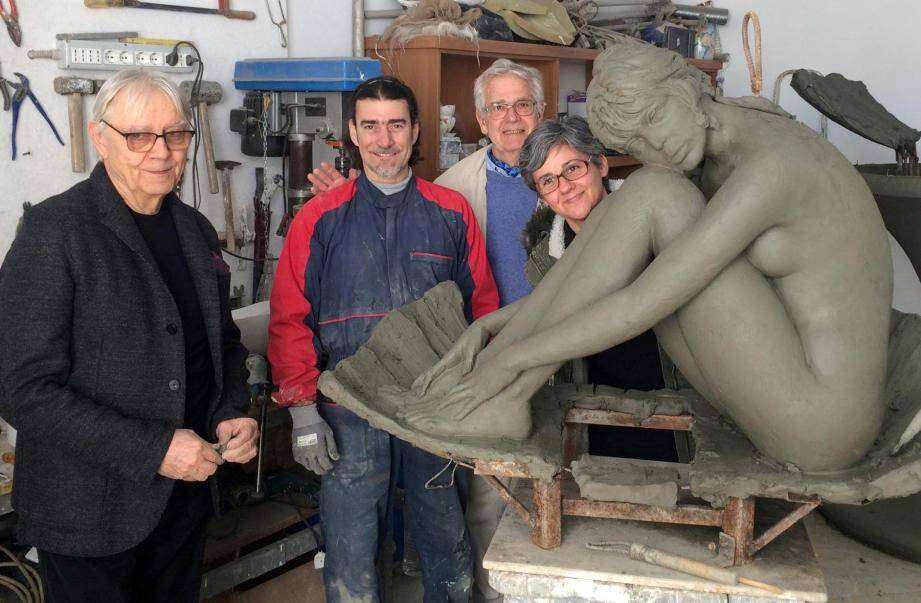 En avril dernier, la sculpture imaginée par Milo Manara est en cours de réalisation dans un atelier à Pietrasanta en Italie.