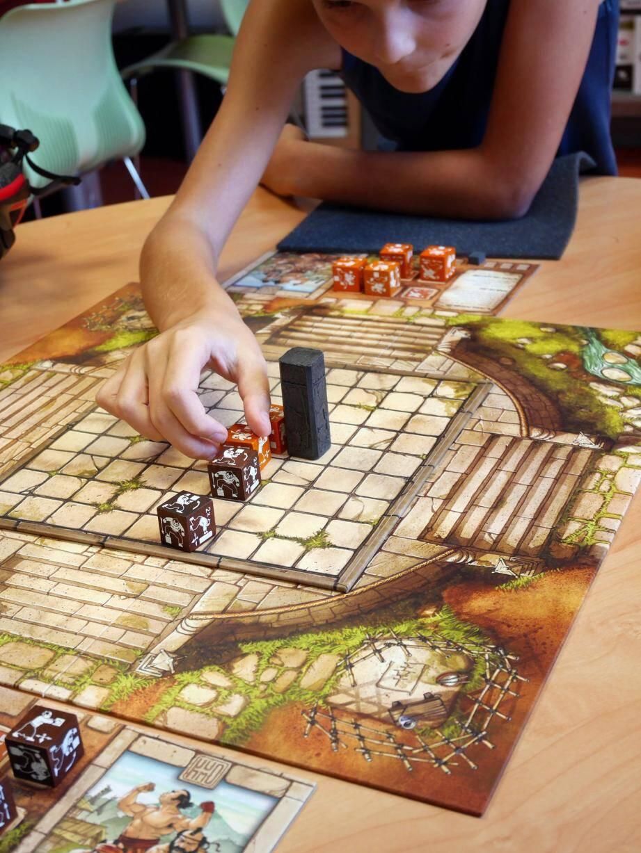 À la Médiathèque, les jeux se pratiquent aussi en famille.