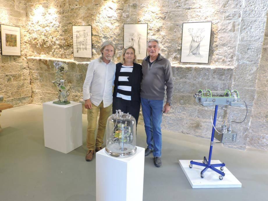 Les deux artistes accueillis par Jaques Béranger (à droite).