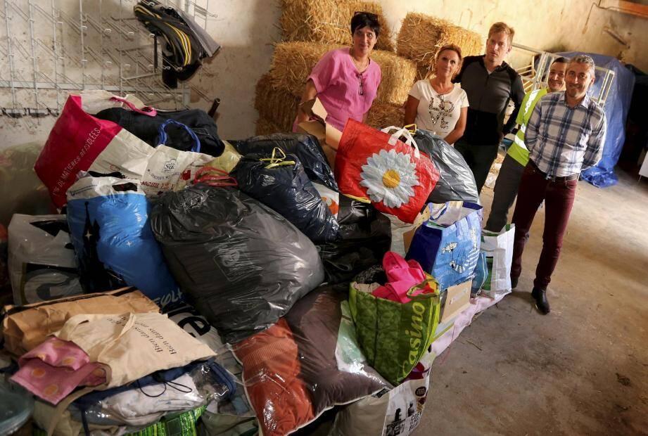 Valérie Charriaud (à gauche) est à l'initiative de la collecte de dons pour les victimes de l'ouragan Irma, soutenue par le maire de Tourves, Jean-Michel Constans (à droite).