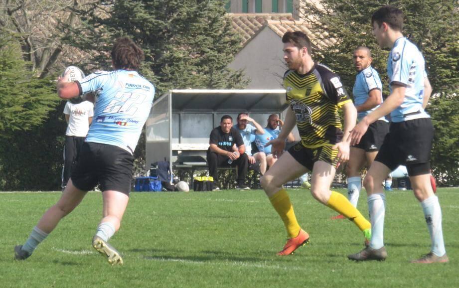 Les jaune et noir sanaryens joueront leur premier match en Corse, demain.