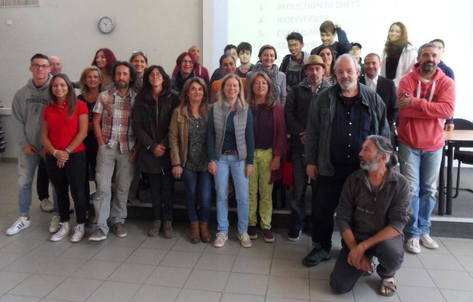 Élèves et enseignants, investis dans la cause écologique ont rencontré le réalisateur Yann Richet (ci-dessous).