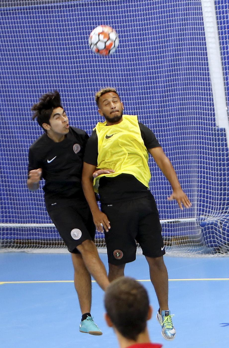 Santiago Raymond (à gauche) s'entraîne déjà avec l'équipe une du TEF.