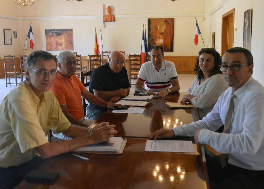 Les modalités de ce transfert ont été l'objet d'une rencontre entre la municipalité, les responsables de la Poste et de l'enseigne commerciale.