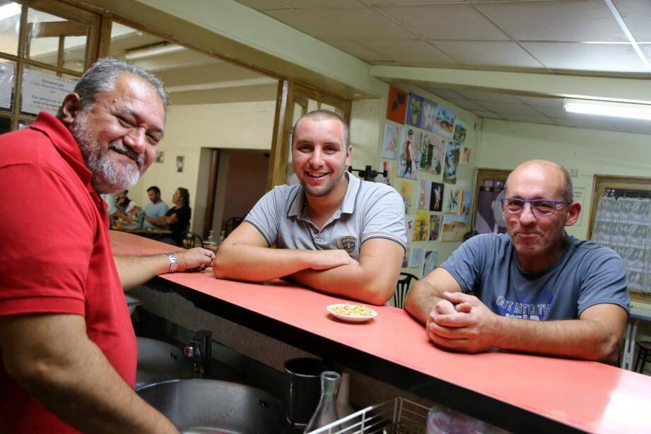 Pour Rémy et Stéphane, jeudi soir, au comptoir du relais routier Les Quatre vents, pas question de faire grève lundi.
