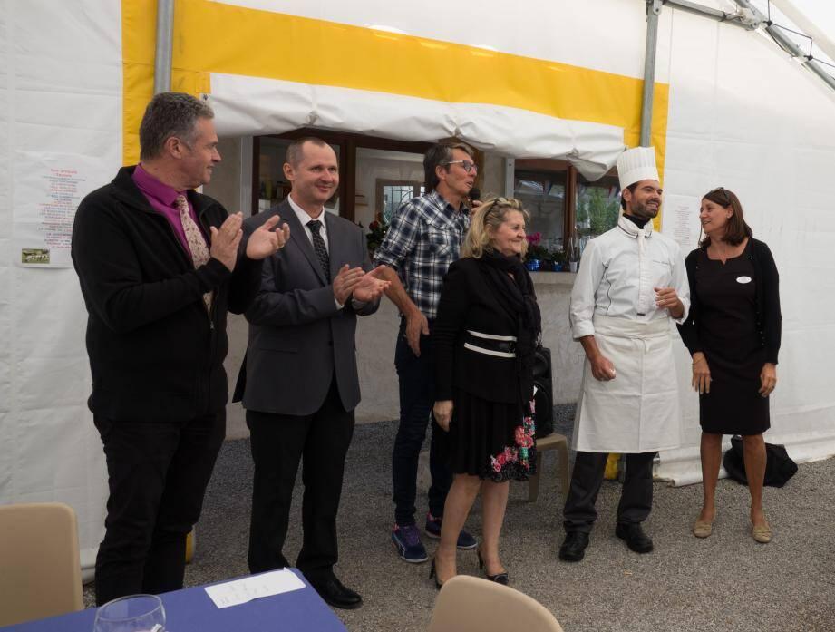 De gauche à droite : Yves Olichon, proviseur du lycée ; Stéphane Rog professeur ; Thierry Bardin ; Yveline Salmon, organisatrice ; Thomas Guéguen, professeur et Laurence Ferretti.