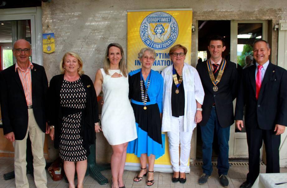 Caroline Borie (3e à gauche) est la nouvelle présidente du club service.