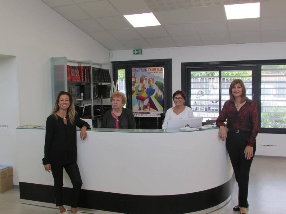 Marie, Gaby et Gisèle bénévoles auprès de Martine Provence (à d.).