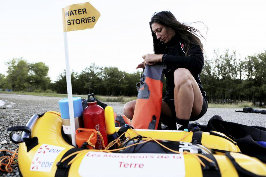 Nelly Kars : « Le challenge consiste à nager 100 km sur les lacs et les gorges ennoyées de région Paca et produire un film de 52 minutes qui s'intitule « La dame des lacs ». Il est actuellement en cours de tournage. Ce film servira de volet principal sur le projet éducatif H2eaux ».