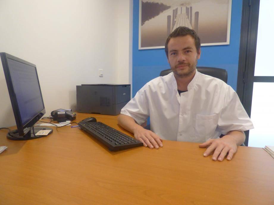Le Dr Christophe Bache est l'un des trois praticiens du centre médical.