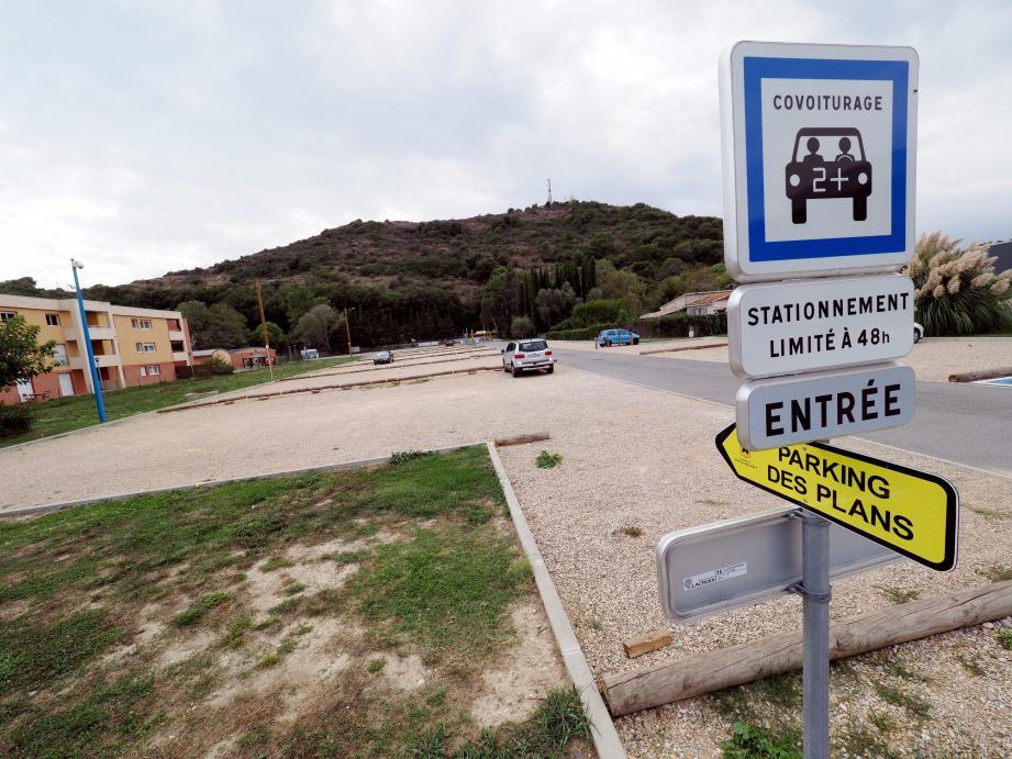 Sur l'aire dédiée, à Villeneuve, les automobilistes peuvent laisser leur voiture en toute sécurité...il y a de la place !(Ph. J.-S. G.-A.)