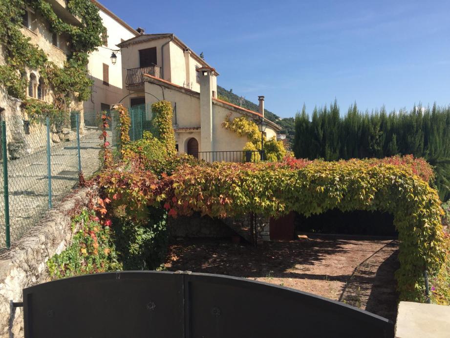 Au fond à droite derrière son portail, la maison Franke va quitter le patrimoine communal moyennant 545 000 euros.