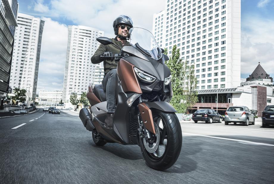 Le nouveau X-MAX 300 profite de son bon rapport poids/puissance pour fournir un l'un des meilleurs compromis du marché.