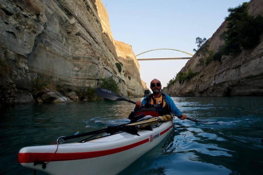 Le passage du canal de Corinthe en Grèce - Alain Antognelli.