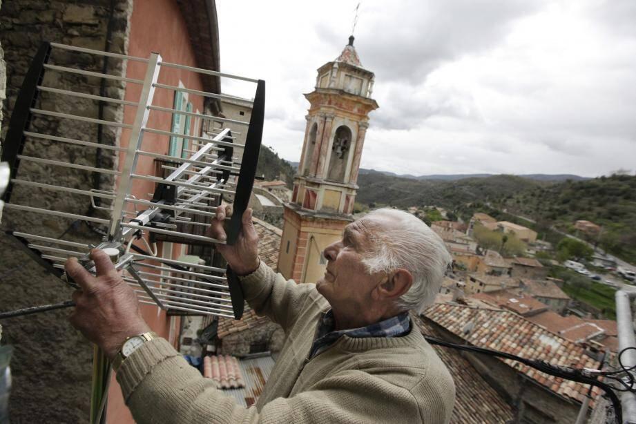 Plus de la moitié des foyers reçoivent encore la TNT via la bonne vieille antenne râteau.