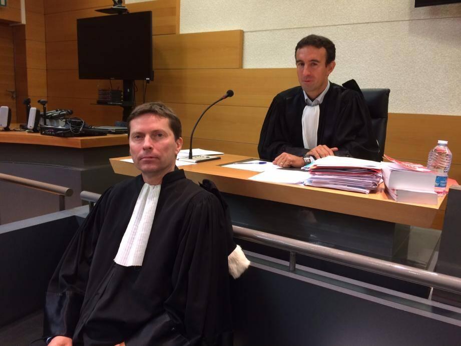 L'avocat général Manteufel (au 2e plan) a requis entre 8 et 10 ans de prison à l'encontre de Alain Soulelhac, défendu par Me Petit..
