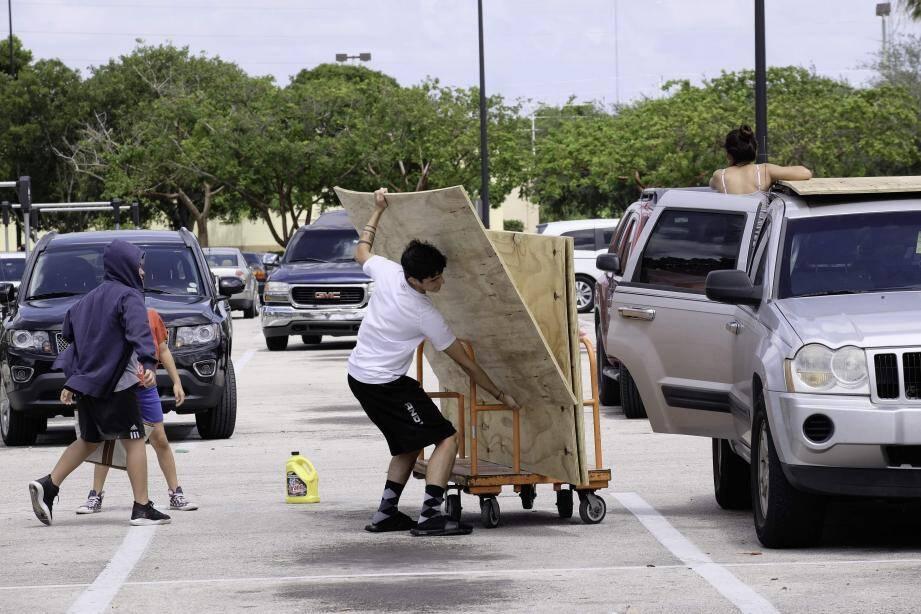 Les habitants de Floride se préparent à l'arrivée de l'ouragan Irma