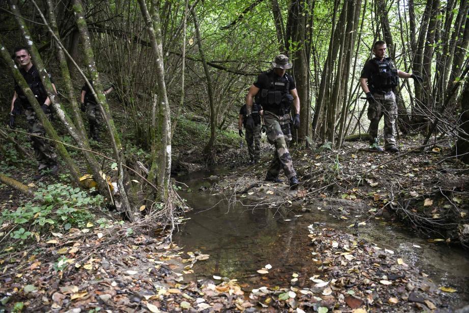 Les gendarmes participent toujours activement aux recherches.