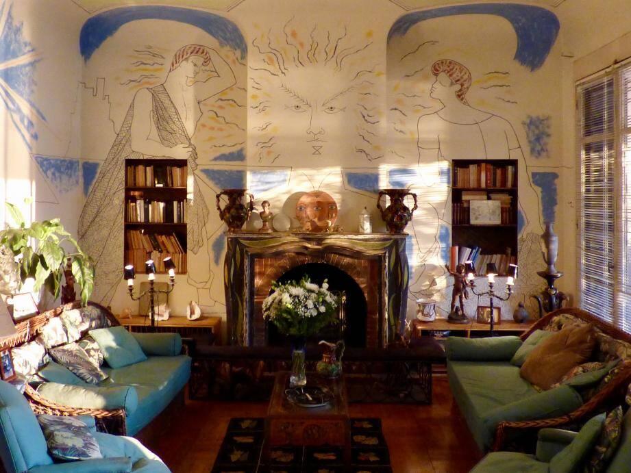 Le salon de la villa Santo Sospir, première peinture mural de Cocteau au Cap Ferrat