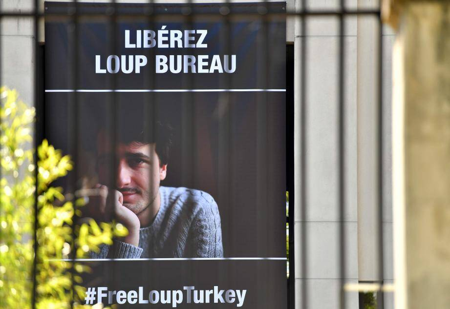 Après presque deux mois de détention, le journaliste âgé de 27 ans est sorti de la prison de Sirnak, en Turquie.