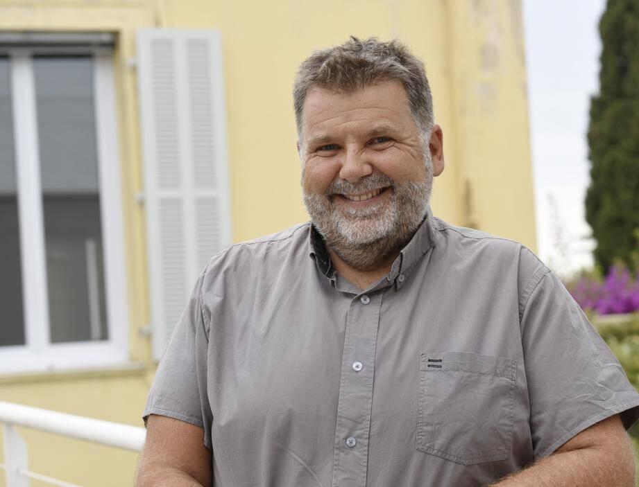 """""""J'ai gardé une vraie capacité d'émerveillement"""" confie Hervé Pizzinat, qui fait sa première rentréeau lycée des Coteaux."""