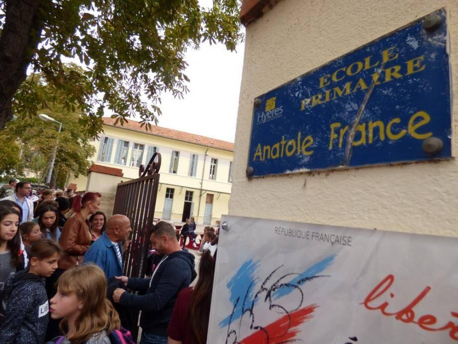 Principale interrogation pour les parents d'élèves de l'école Anatole-France: la sécurité au portail.En l'absence de l'EVS, qui viendra ouvrir et fermer le portail quand les enseignants sont en classe ?