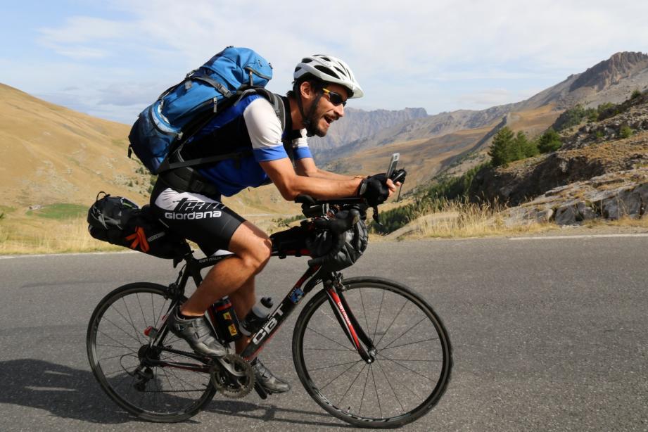 Nicolas Meunier en plein effort. 1800 kilomètres au compteur après près de 17 jours et 33 cols au menu…