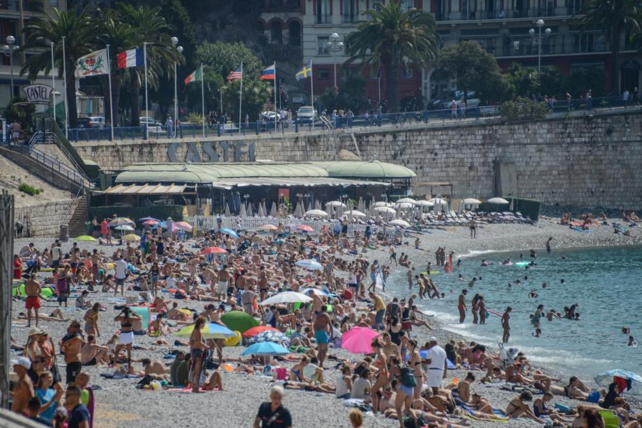 Cet été, les touristes étaient très nombreux à venir goûter les plaisirs de la baignade niçoise.