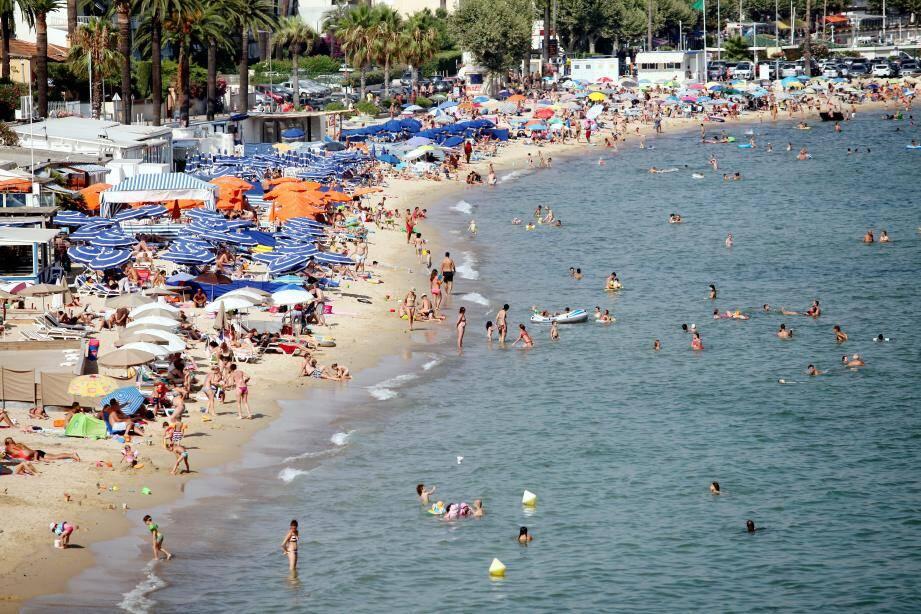 Une plage à Golfe-Juan.