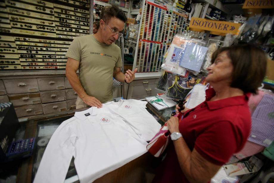Une seule boutique met en vente ces uniformes à Monaco.