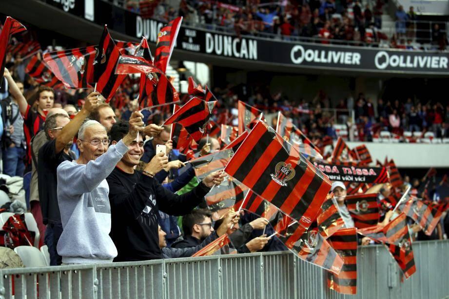Les supporters de l'OGC Nice lors du derby, samedi 9 septembre à l'Alliane Riviera.