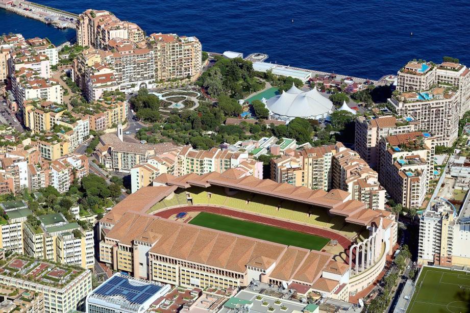Vue générale du stade Louis II de l AS Monaco FC dans le quartier de Fontvieille.