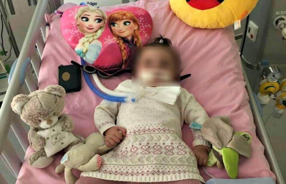 Marwa sur son lit d'hôpital, à La Timone. Depuis deux mois, elle a quitté Marseille et est prise en charge dans un centre spécialisé, à Hyères. Elle est attendue chez elle d'ici quelques semaines. (DR)