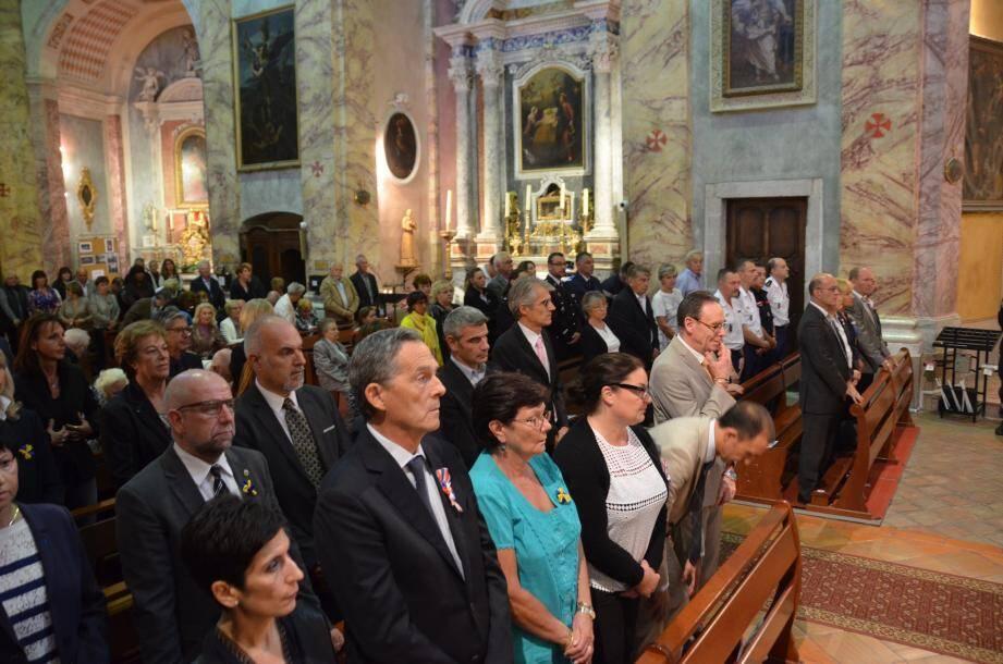 L'église était pleine pour la grand-messe de la St Michel, célébrée par le père Adrian Stoïca, chantée par la chorale St Michel avec à sa tête la soprano Barbara Moriani, qui livra un magnifique Ave Maria.