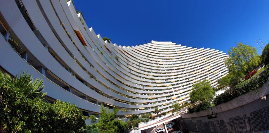 Selon l'INSEE, à Villeneuve-Loubet 40% des logements sont des résidences secondaires.
