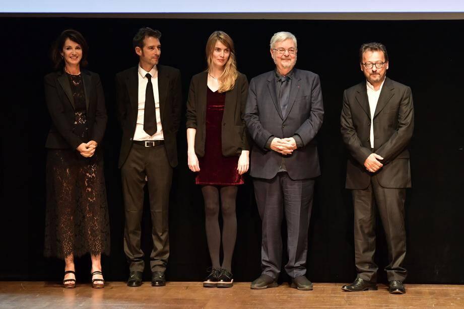 De gauche à droite : Zabou Breitman, Gilles Marchand, Coup de cœur des lycéens, Blandine Rinkel, lauréate de la bourse de la découverte, Michel Tremblay, lauréat du prix littéraire et Admir Shkurtaj, lauréat du coup de cœur des jeunes mélomanes.