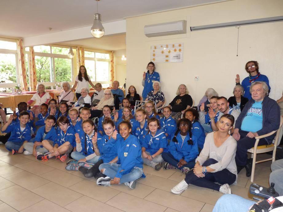 Les scouts et les seniors de la maison de retraite Les Mimosas à Magagnosc ont noué une relation très chaleureuse depuis l'année dernière.