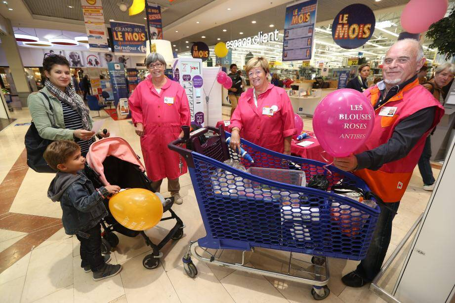 Samedi, toute la journée, les bénévoles ont récolté des produits pour les enfants et personnes âgées hospitalisées.
