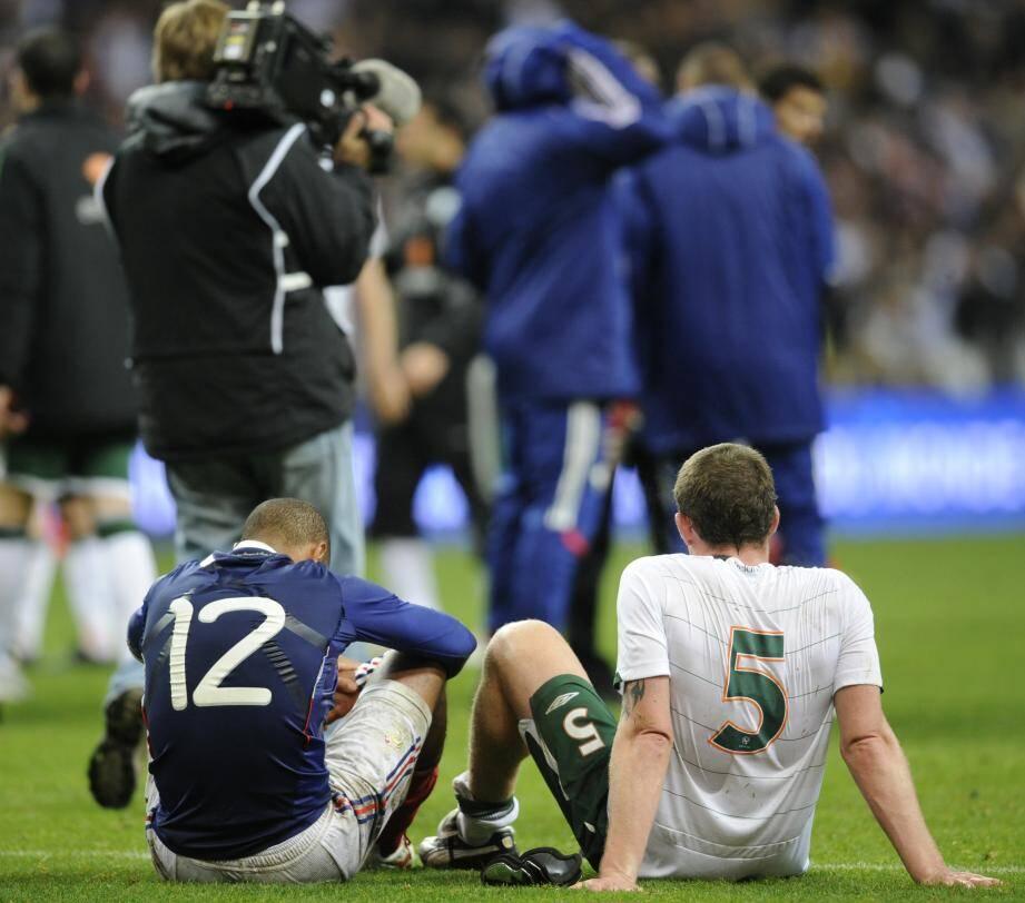 Thierry Henry - ici à côté de l'Irlandais Richard Dunne - s'était aidé de la main sur le but polémique de William Gallas qui envoyait les Bleus en Afrique du Sud lors d'un barrage très disputé contre l'Eire (1-0, 1-1 a.p.)