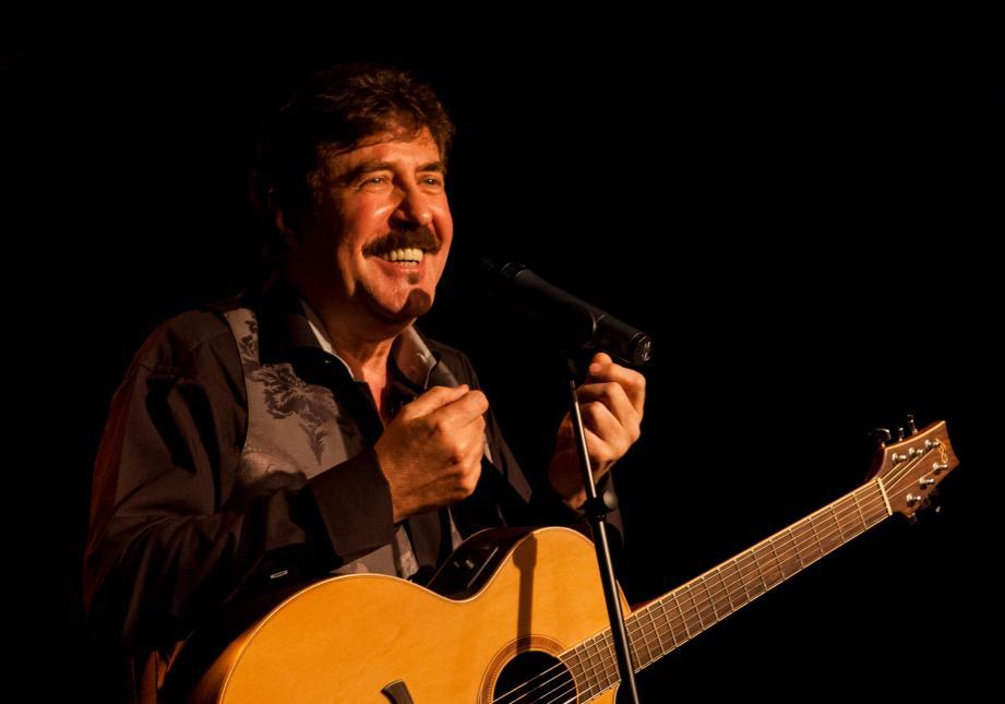 Serge Llado fera résonner les cordes vocales et acoustiques dès demain soir sur les planches du théâtre Le Tribunal.