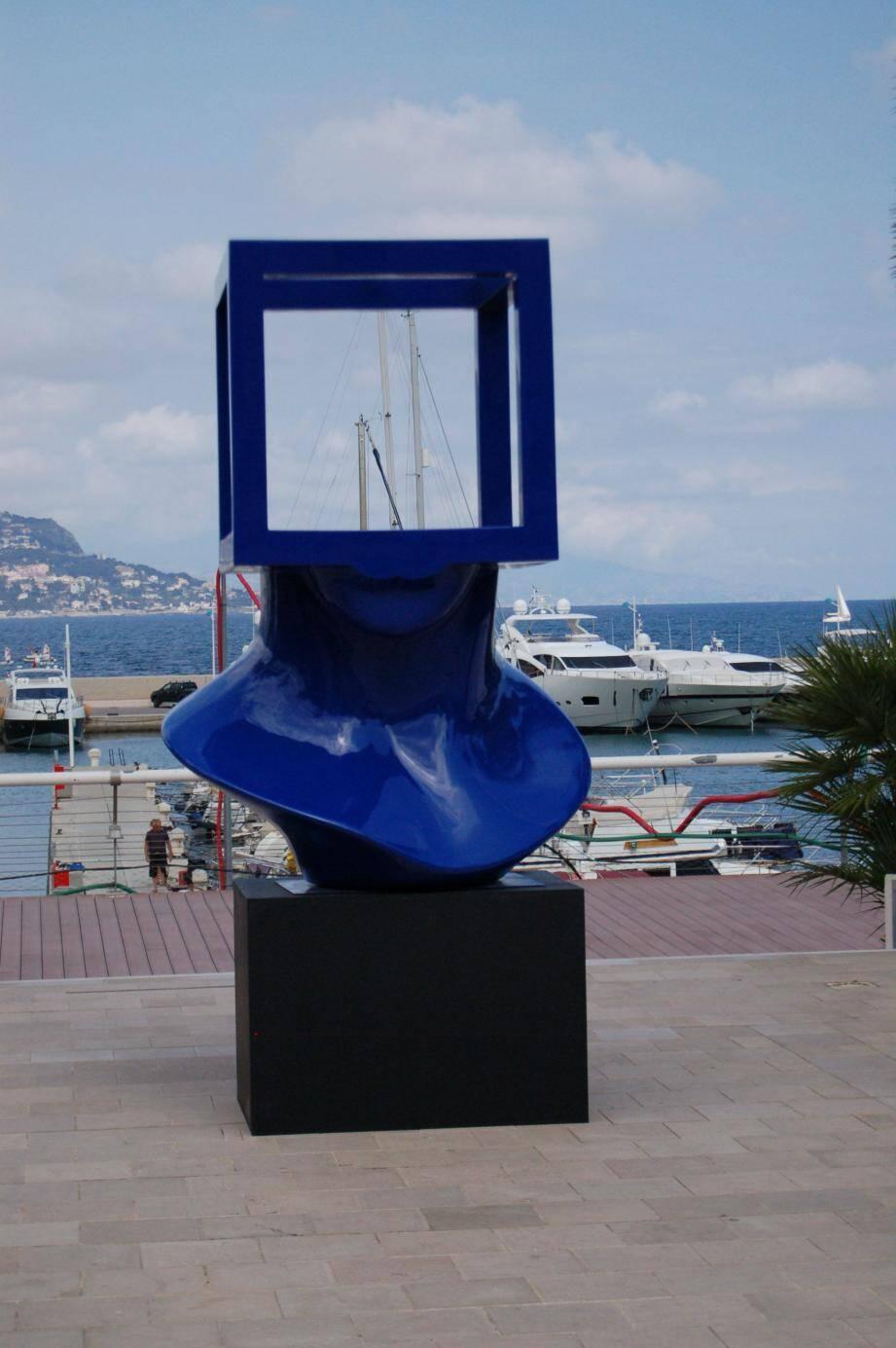 La Ville se porte acquéreur de la tête bleue de Sosno, qui a connu un beau succès sur les réseaux sociaux.