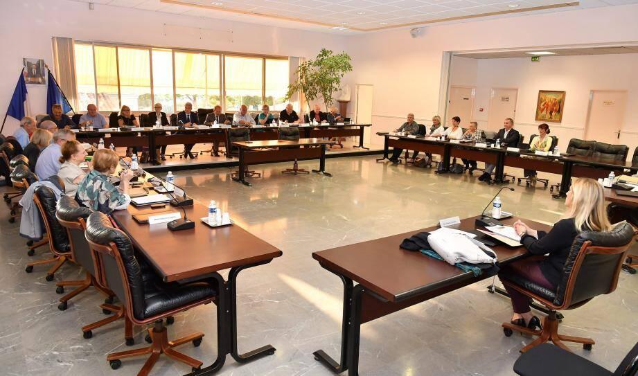 Le conseil municipal de Roquebrune-Cap-Martin s'est réuni ce lundi. Pour la première fois avec la nouvelle opposante, Monica Grosso, qui succède à Francis Leborgne sur la liste «Servir Roquebrune».
