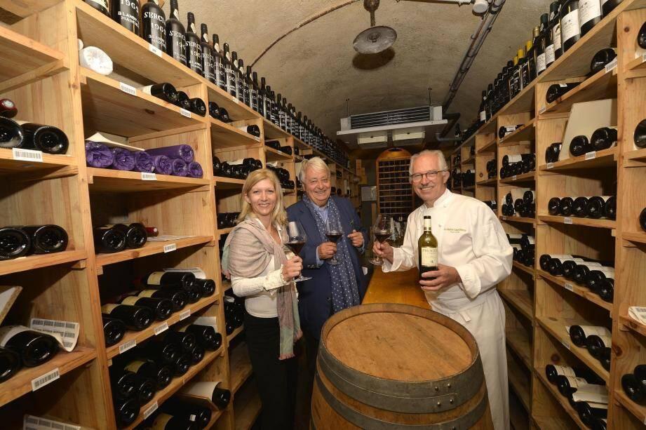 Marie Dougy, créatrice de l'association Vin Tourisme, a fait appel à Jean Mus, architecte paysager et à Jacques Chibois, chef de la Bastide Saint-Antoine, pour créer sa route œnotouristique.