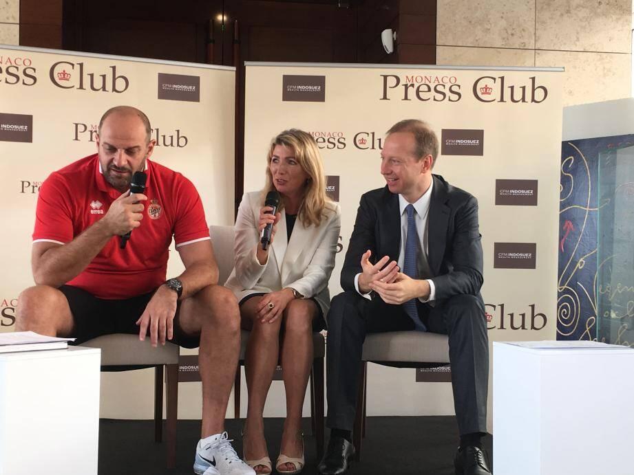 Le président de l'AS Monaco Basket (à droite), reçu hier au Monaco Press Club, accompagné par l'entraîneur de l'équipe, Zvezdan Mitrovic.