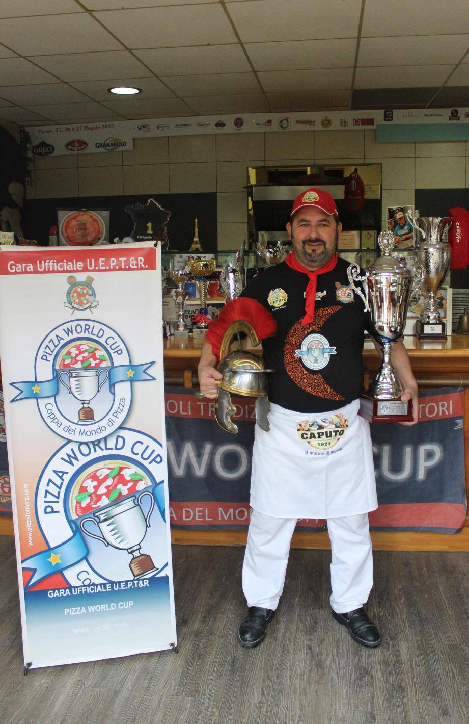 Laurent Raimondi a dû réaliser quinze pizzas pour remporter le trophée.(DR)