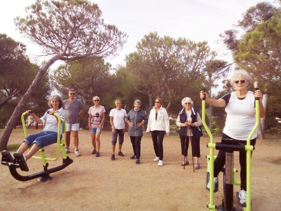 Lundi, un petit groupe a participé au premier atelier « le bien vieillir rose » sur le parcours de santé à la Favière. Le prochain est programmé vendredi après-midi.