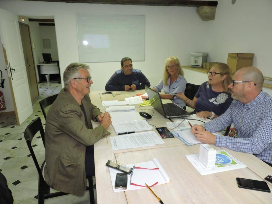 Une séance de travail dans les locaux de l'UEPF.