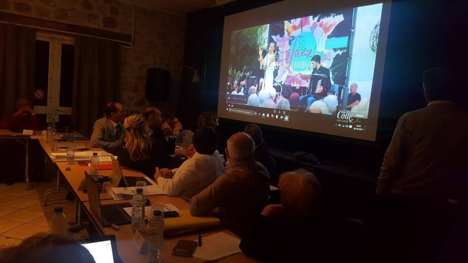 Un clip promotionnel dynamique a été passé lors du conseil municipal. Il est un des outils mis en place par l'office de tourisme pour promouvoir la destination.